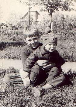 Илюша со старшим братом