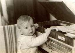 Илюша любил пластинки с детства