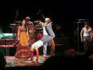 Пелагея и танцевальная группа