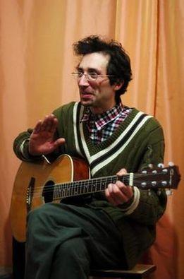 Эдуард Юдовин на квартирнике в Питере